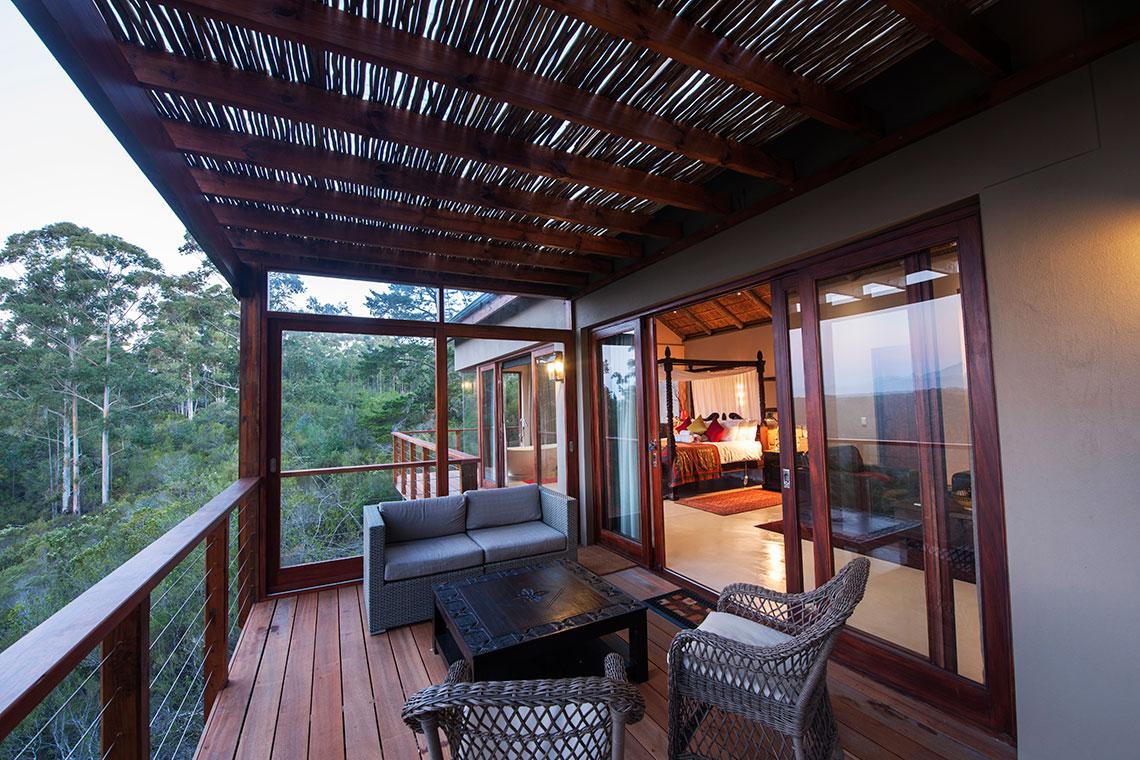 Honeymoon Suite, Deck area